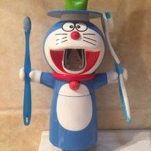 Cartoon Doraemon Automatic Toothpaste Dispenser Squeezer Wall Mount Stand  Dust-proof Cup 35